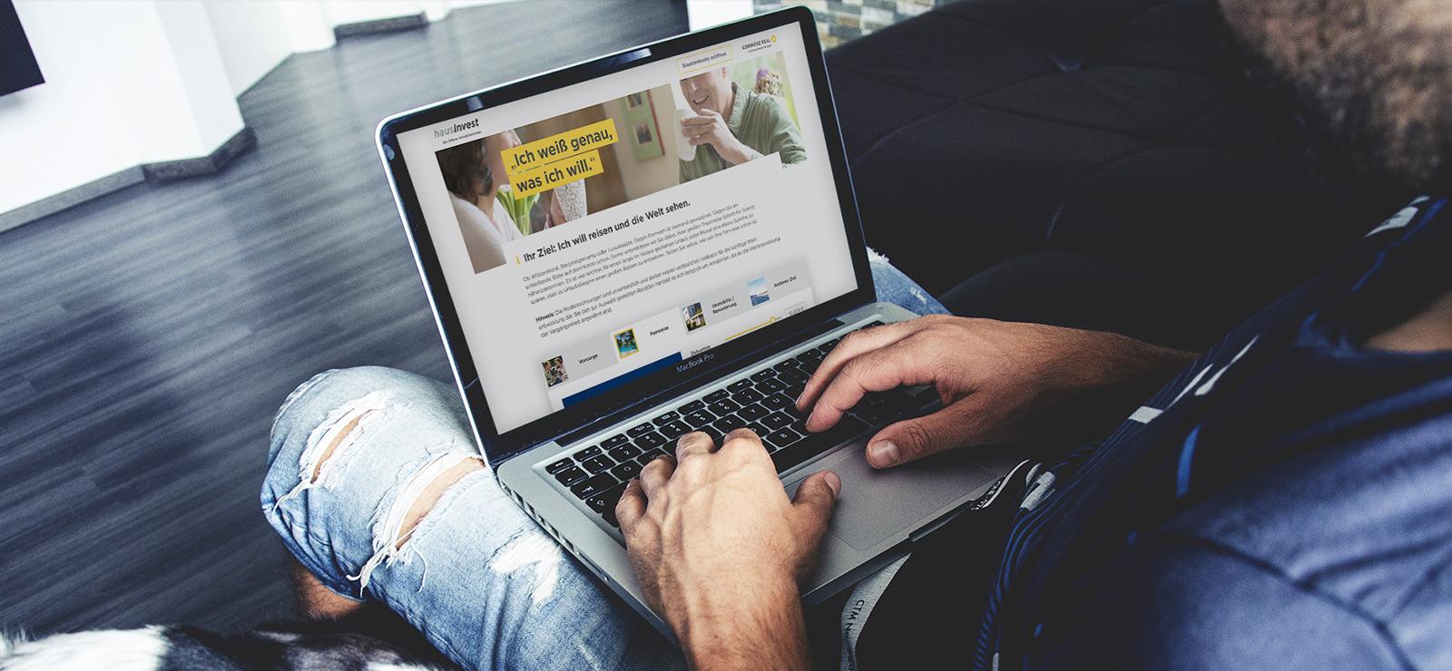 Laptop mit Hausinvest Webseite
